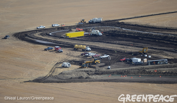 Closer view of the Tesoro spill, which covers 7 acres. Photo/Credit: Neil Lauron / Greenpeace