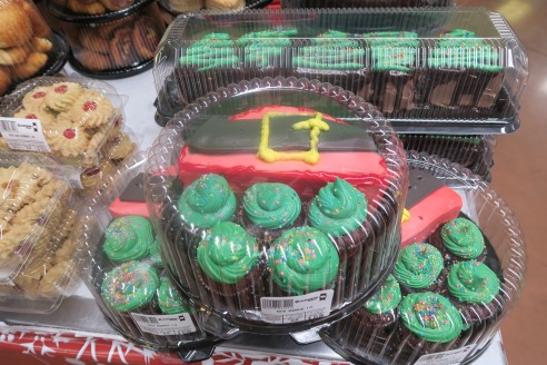 An inexplicable cake and cupcake set featuring what I suppose a Santa's belt cake and elf cap cupcakes. At least, that's my interpretation. There's nothing like going into a large foreign supermarket to get out of your comfort zone when it comes to food assumptions.